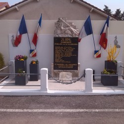 Monuments aux Morts - Photo 2
